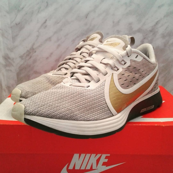 Nike Zoom Strike 2 Running Shoes AO1913-200 White Gold Silver Size 7.5